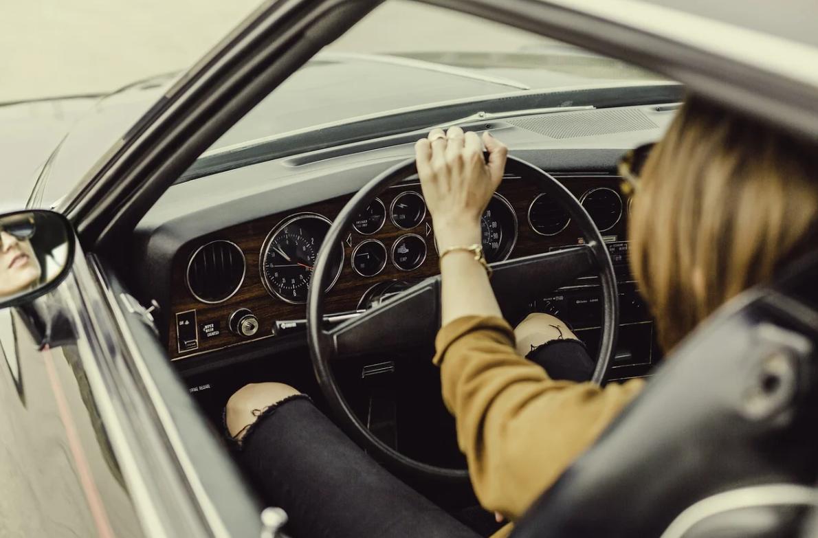 žena a řízení