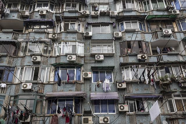 budova a klimatizace