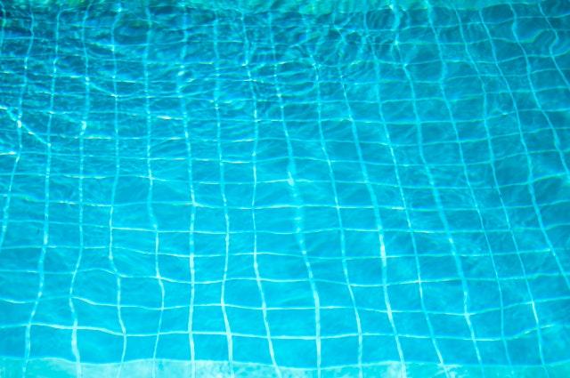 voda v bazénu, kachličky