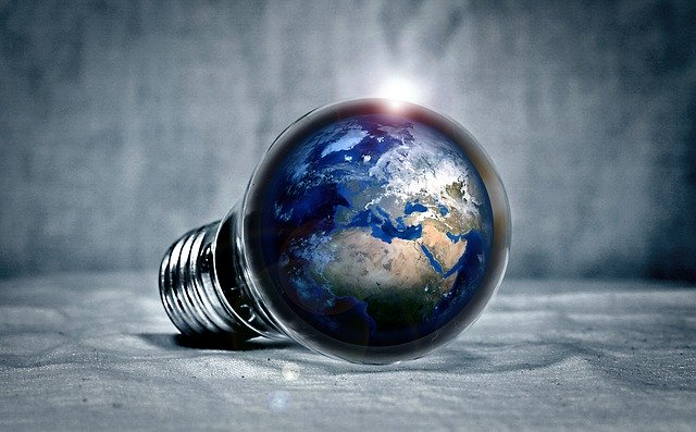 žárovka s planetou